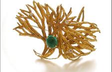 Spilla-orecchino in oro con smeraldo