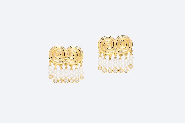 Orecchini in oro giallo, diamanti e perle