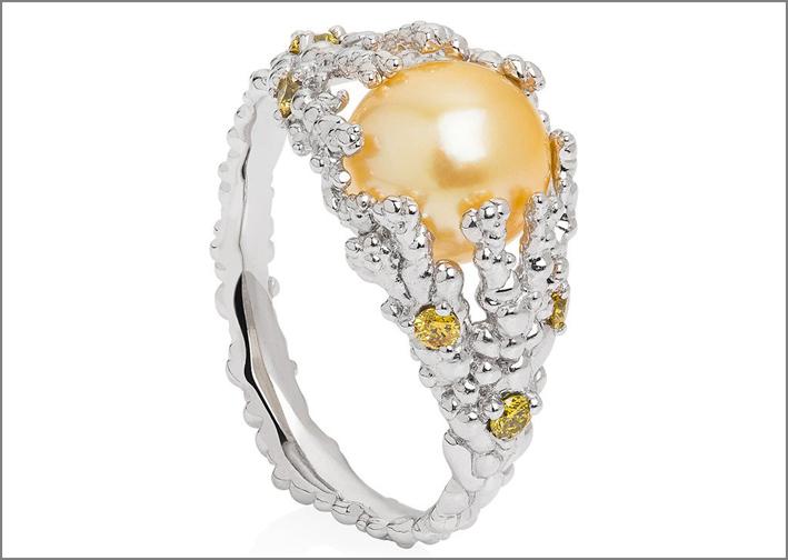 Perla dei Mari del Sud color oro su oro bianco 18 carati