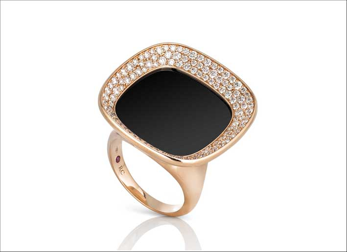 Rose gold ring with white diamonds and black jade