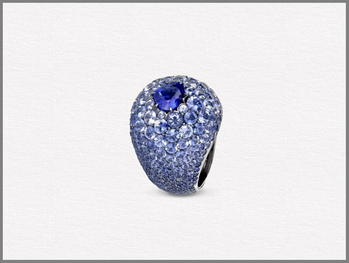 Anello Blue Boule, Limited Edition collection, oro bianco rodiato, zaffiri