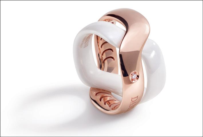 Damiani, anello in oro e ceramica della collezione Baci