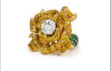 Anello con diamanti colorati