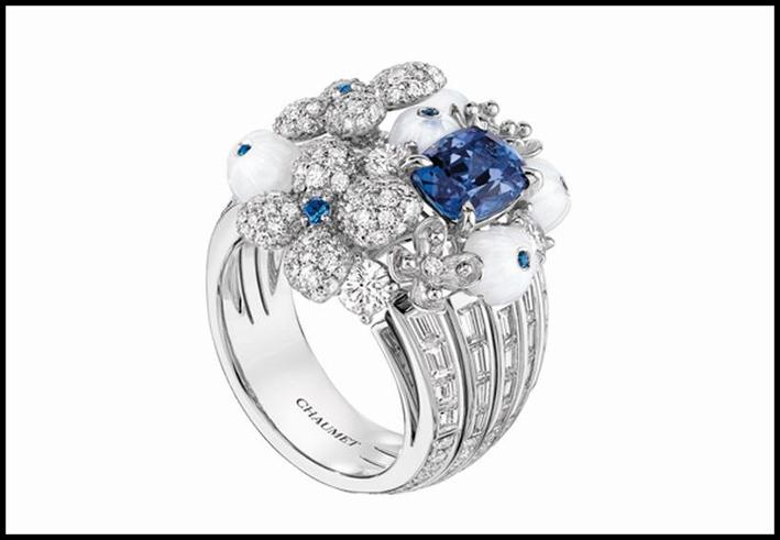 Orecchini Hortensia Via Lattea. Oro bianco, diamanti taglio brillante e marquise, tanzanite, zaffiri e calcedonio bianco