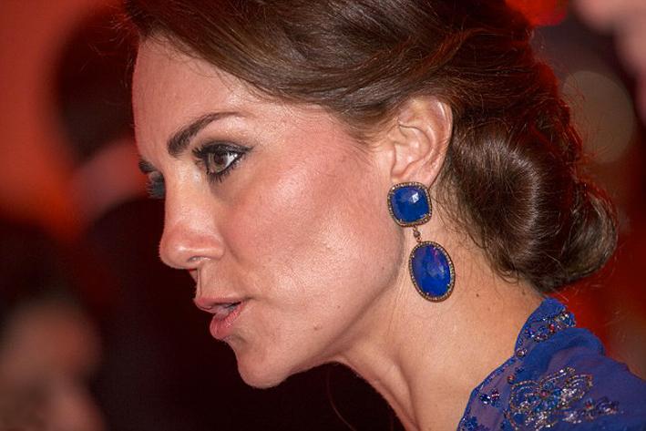 Kate Middleton con gli orecchini di Amrapali