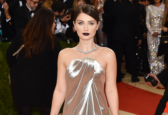 Eve Hewson, splendida con collier Tiffany Victoria in platino con diamanti e anelli