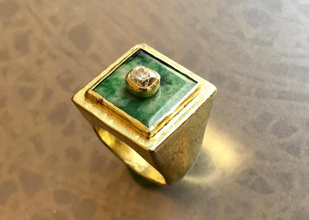 Anello da mignolo in oro 18 kt, piccolo bottone in giada, diamante taglio antico