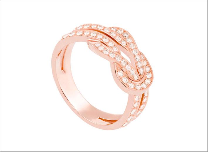 Anello in oro rosa e diamanti bianchi