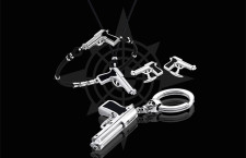 Legittima Difesa: bracciale 178 euro, collana 158, gemelli  280, porta chiavi 490