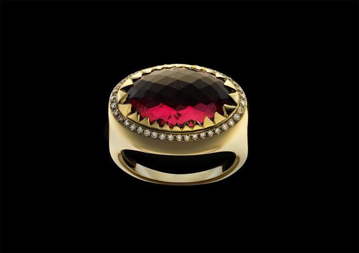 Red ring in oro e spinello