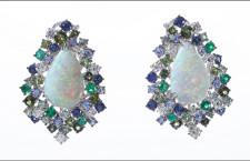 Pendente con opale, zaffiri, smeraldi e diamanti
