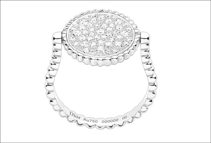 Nuovo anello con pavé di diamanti