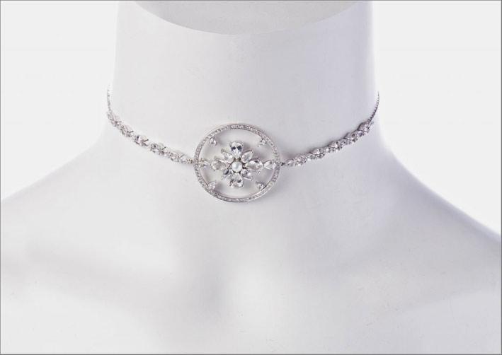 Choker in oro bianco diamanti marquise, zaffiri bianchi