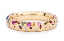 Anello Arcobaleno, con zaffiri e diamanti. Prezzo: 3590 sterline