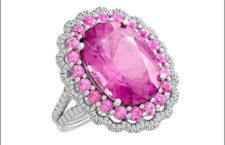 Anello in platino e tormalina rosa circondata da spinelli rosa e diamanti