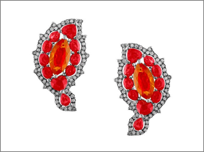 Bella Campbellian, orecchini di opali messicani con rubini e diamanti