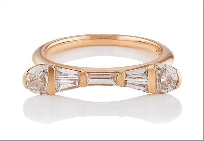 Anello in oro rosa con diamanti taglio baguette