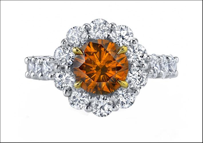 Anello con diamante giallo-bruno-arancio