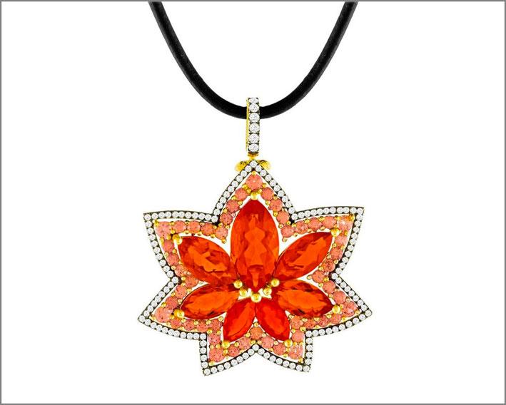 Pendente-spilla con opale messicano, granati, oro