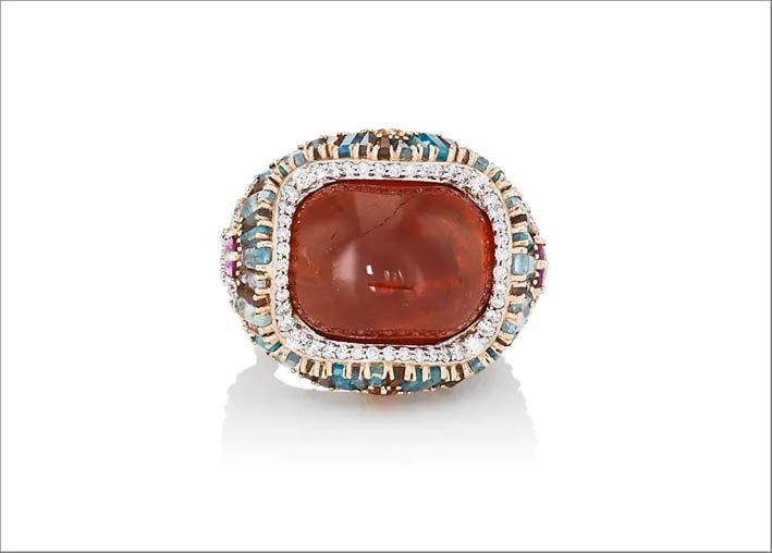 Anello con spessartite abochon di 32 carati, diamanti, zaffiri rosa,  topazio imperiale, acquamarina, labradorite, andalusite