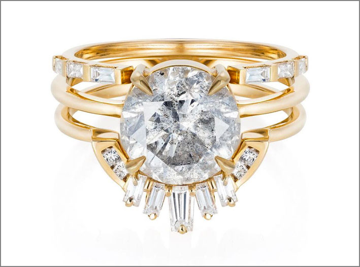Anello in oro con diamanti con inclusioni