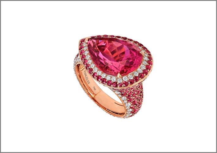 Anello con rubellite di 8 carati, rubini, diamanti