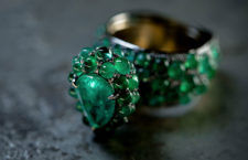 Anello con smeraldi