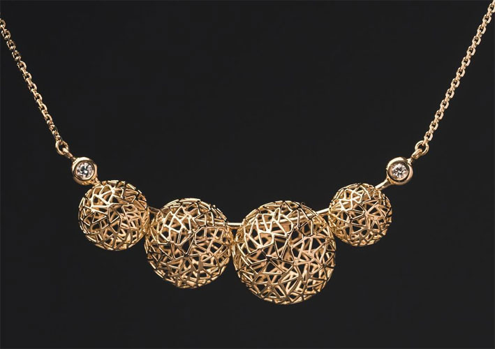 Collana in oro di Baiyang Qiu