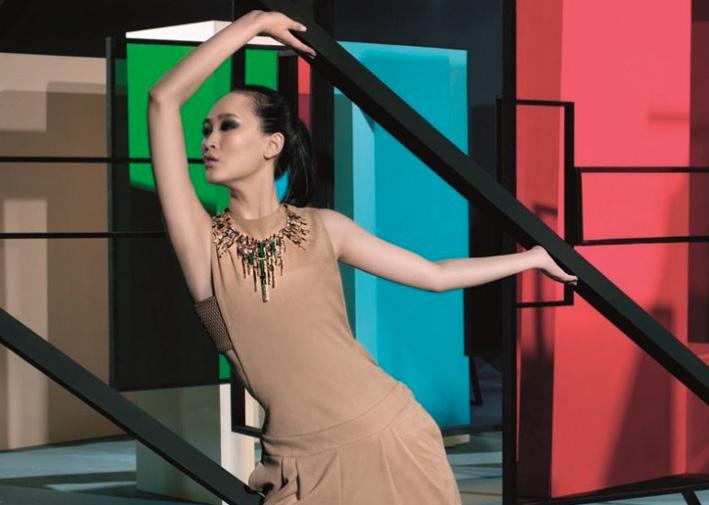 Les Blocs de Fantaisie, collana ispirata a Mondrian, indossata di Chow Tai Fook