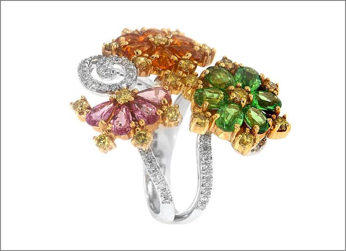 Anello con diamanti e zaffiri di diversi colori