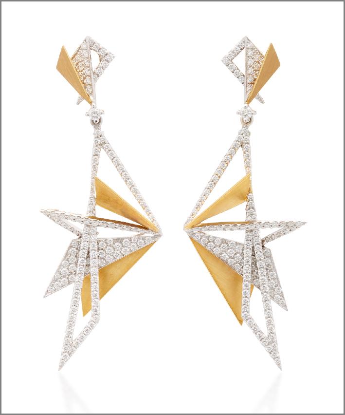 Orecchini della collezione Origami, oro bianco e giallo, diamanti