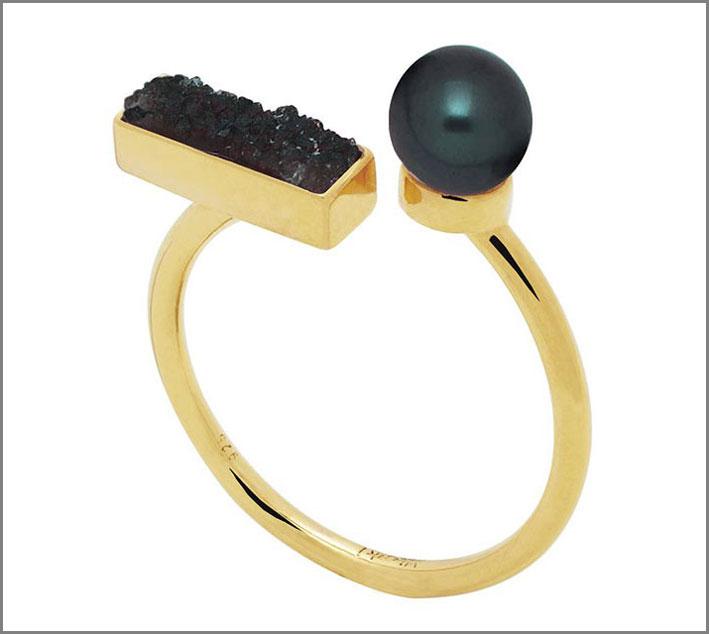 Anello in vermeil con perla nera e agata