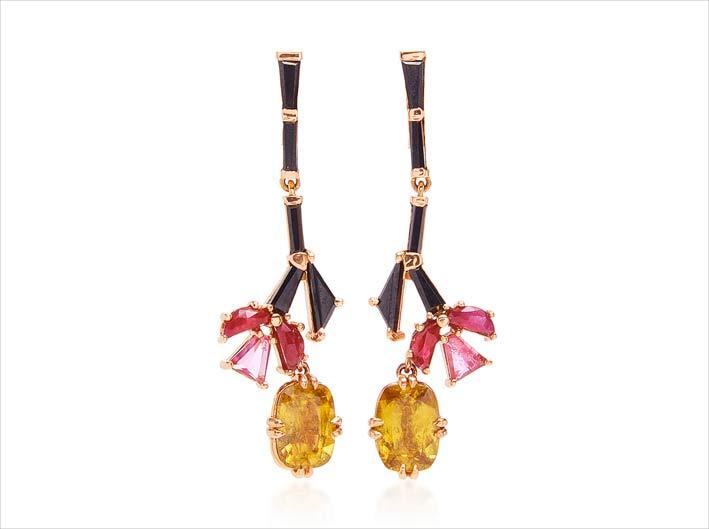 Orecchini con titanite gialla, spinello nero, rubino e rubellite su oro rosa riciclato-20 caati