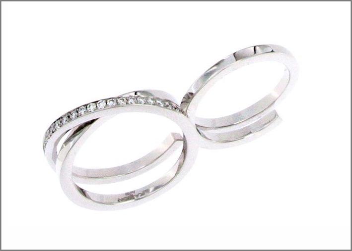 Anello doppio in oro bianco e diamanti bianchi