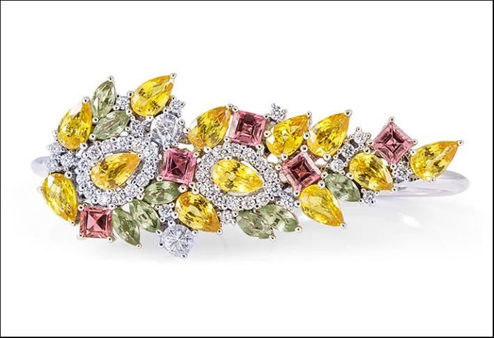 Anello con diamanti, zaffiri gialli e verdi, tormalina