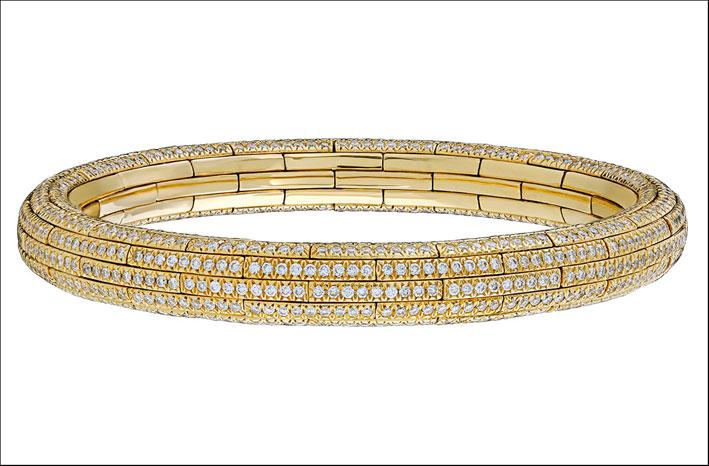 Diamanti più oltre 3 carati fissati in oro giallo 18 carati. Prezzo: 36.000 dollari