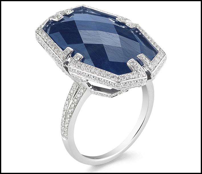 Anello Patrasso, con zaffiro e diamanti. Prezzo: 6400 dollari