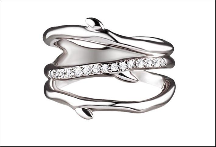 Argento e diamanti, anello a ramo di ciliegio. Prezzo: 595 sterline