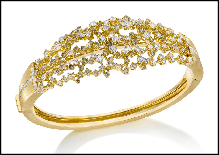 Bracciale Tassel, in oro e diamanti bianchi e champagne. Prezzo: 13890 dollari