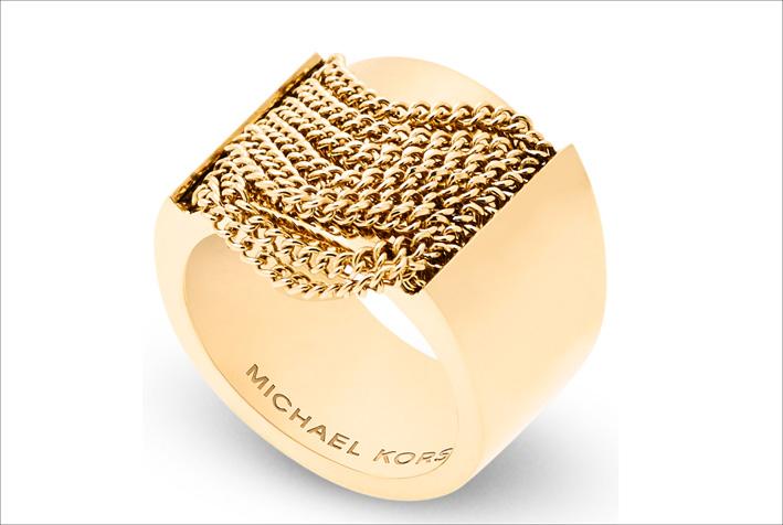 Anello in acciaio Gold IP con frange. Prezzo: 99 euro