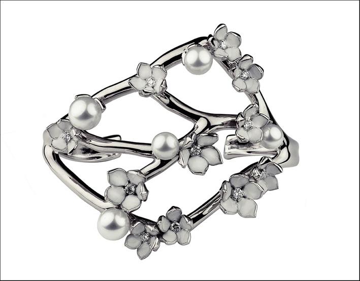 Bracciale in argento e perle, collezione Cherry Blossom. Prezzo: 2000 sterline