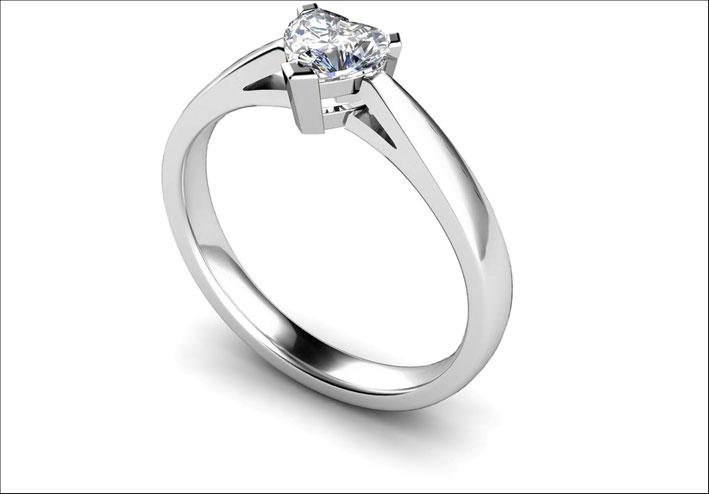 Anello solitaire con diamante taglio a cuore
