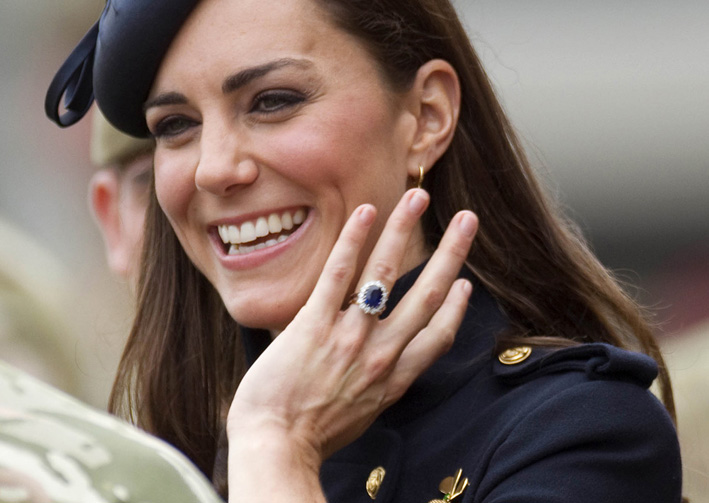 Kate Middleton con l'anello appartenuto a Diana