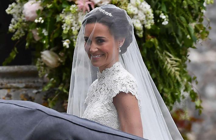 Pippa Middleton con gli orecchini di Robinson Pelham