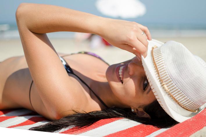 Attenzione: anche troppo calore del sole in spiaggia può rovinare pietre e metalli