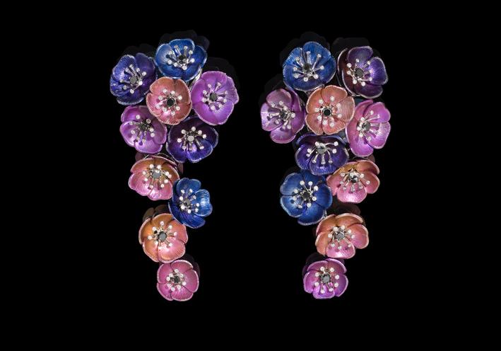 Orecchini a forma di anemoni