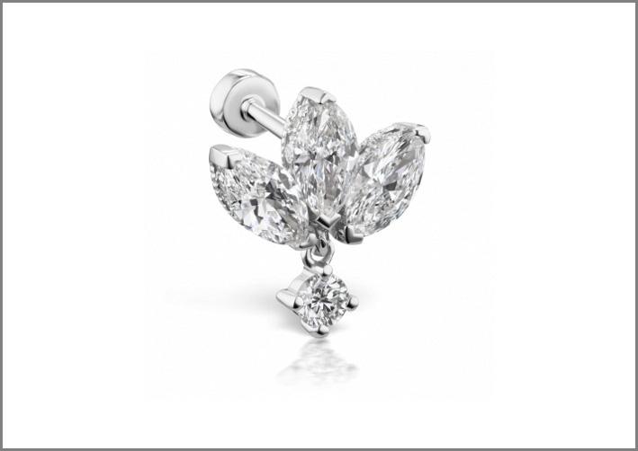 Piercing in oro bianco e diamanti, fiore di loto
