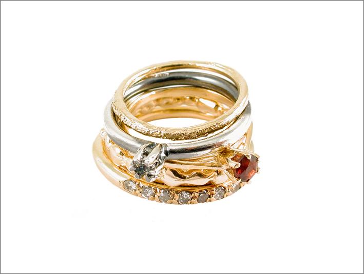 Cinque anelli in argento placcati oro 18 carati