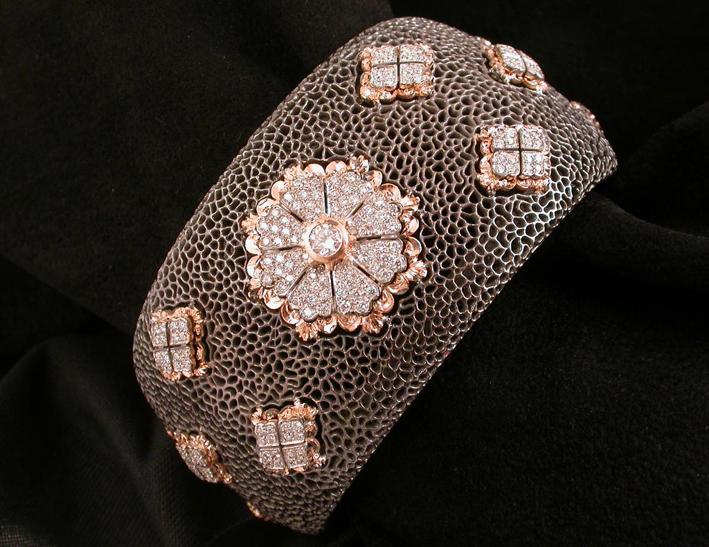 Bracciale in oro bianco, rosa e annerito con diamanti