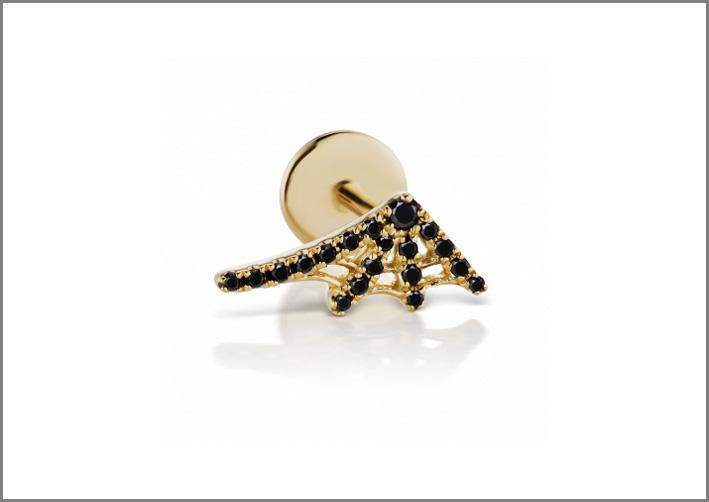 Piercing da orecchio con diamanti neri